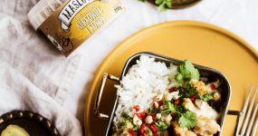 Curry wegetariańskie z kalafiorem i nerkowcowo-kokosowym masłem orzechowym