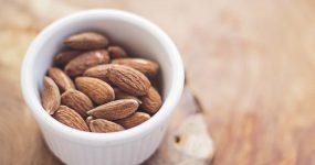 Ile kalorii mają migdały? Co zawierają migdały?