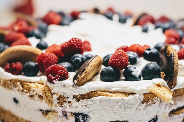 tort z kremem z nerkowcow