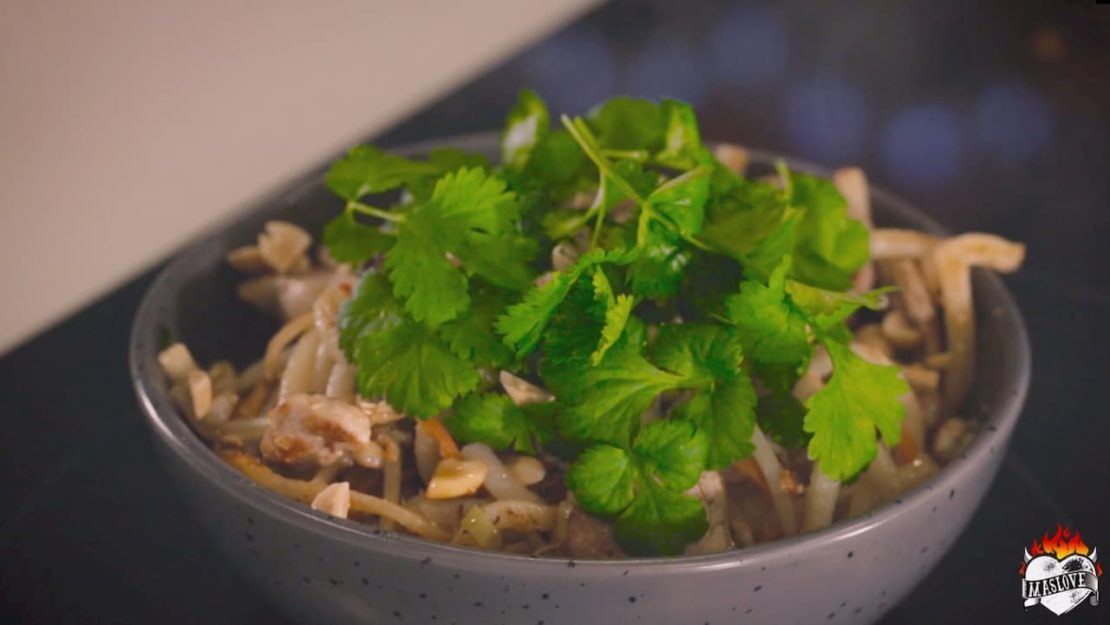 Stir fry z polędwiczką z sosem orzechowym